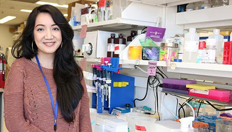Anaisa Quintanilla-Arteaga in the lab